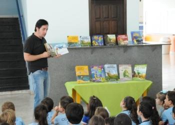 VISITA DO ESCRITOR ROBSON ROCHA